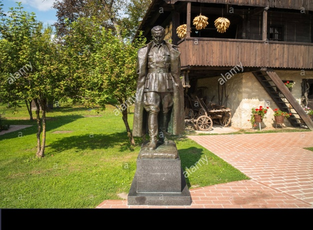 house-and-bronze-statue-of-marshal-tito-in-kumrovec-croatia-H3MWR6