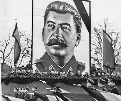 bundesarchiv_bild_183-18684-0002-_dresden-_tod_stalin-_parade_kvp