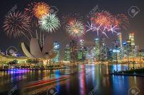 45924917-feux-d-artifice-sur-la-baie-de-marina-à-singapour-sur-les-feux-d-artifice-de-la-fête-nationale-céléb