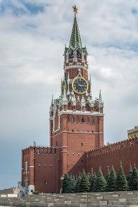 800px-Вид_на_Спасскую_башню_от_Исторического_музея
