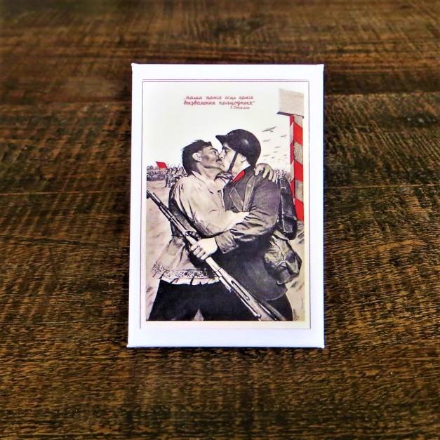 Fridge Magnet Soviet Union Kissing Soldiers