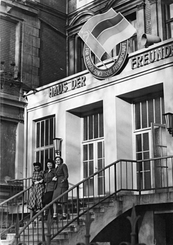 """Berlin, Treptow, """"Haus der Freundschaft"""""""