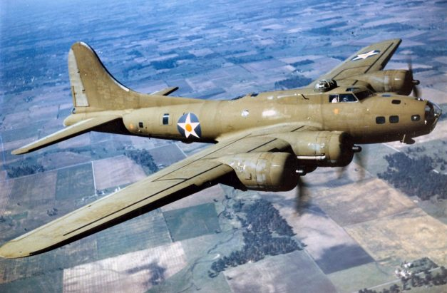 Color_Photographed_B-17E_in_Flight-scaled