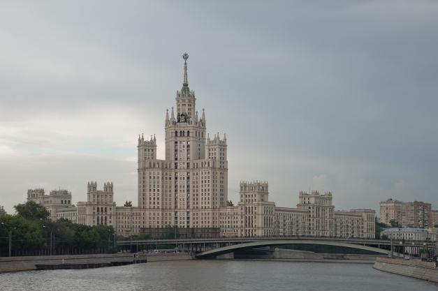 kotelnicheskaya-apartment-building-moscow-2012-by-leslie-hossack