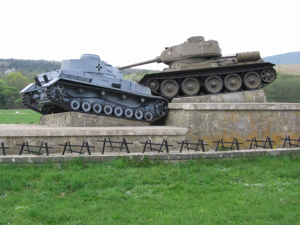 Dukla_Pass_battle_monument