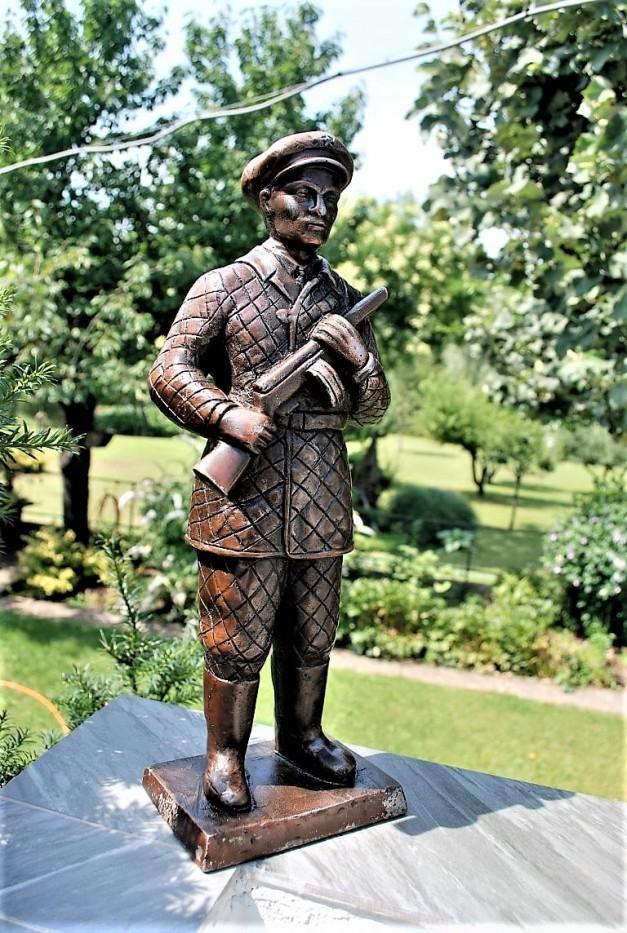 Statue North Korea Soldier (1)
