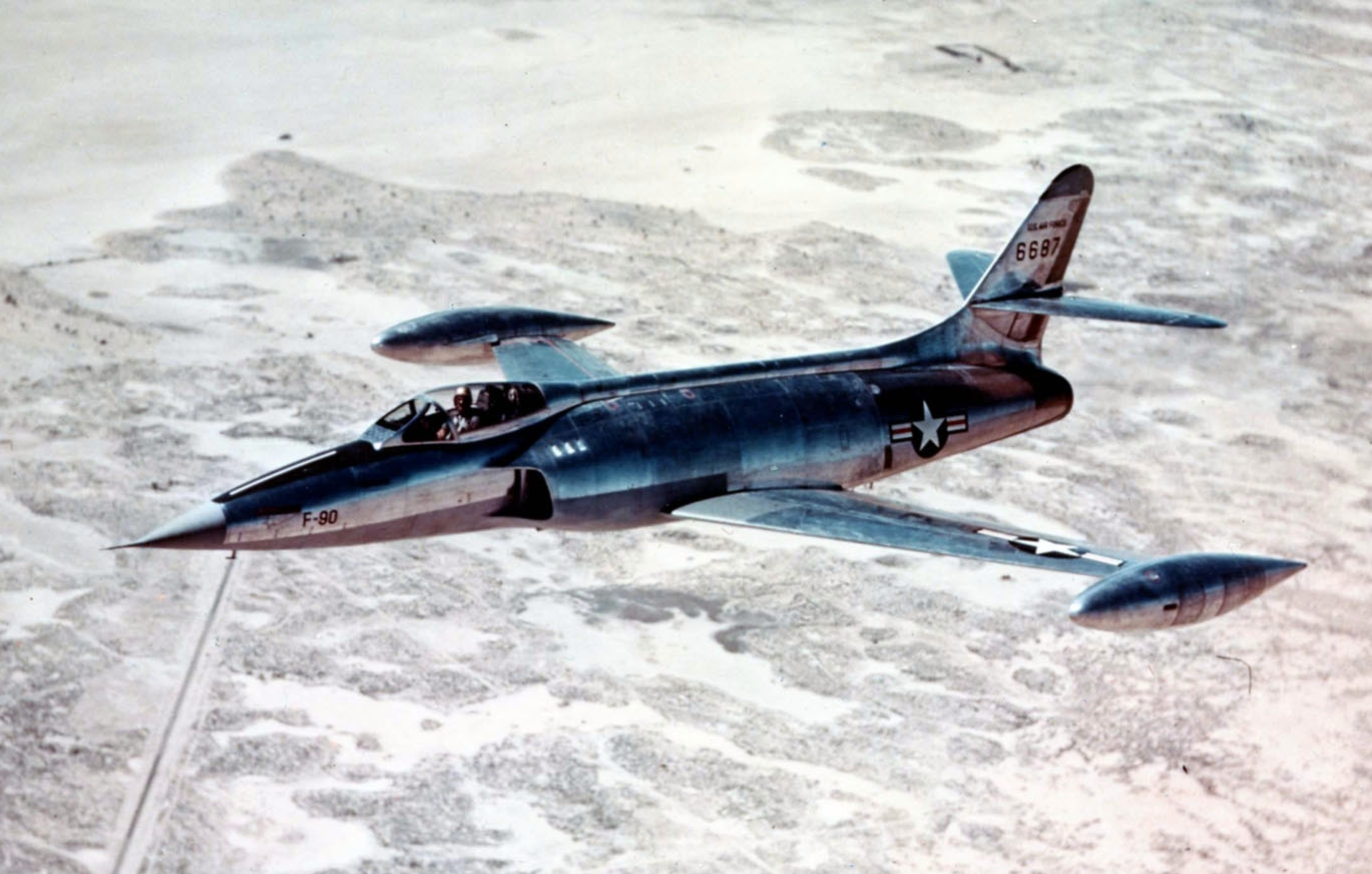 XF-90_inflight_USAFM