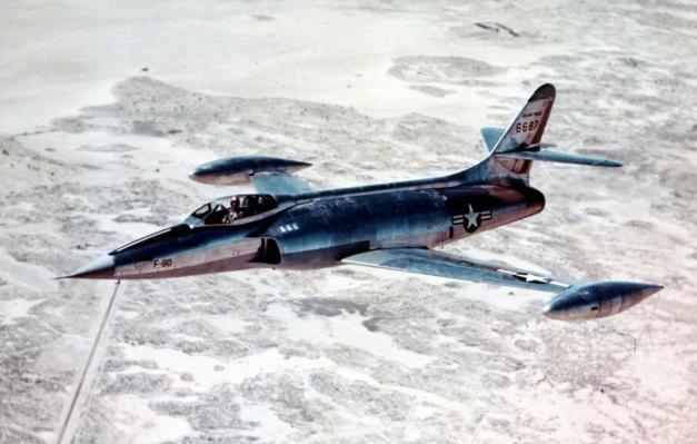 XF-90_inflight_USAFM
