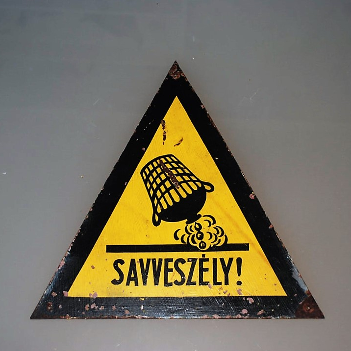 Sign Hungary Acid Hazard (1)