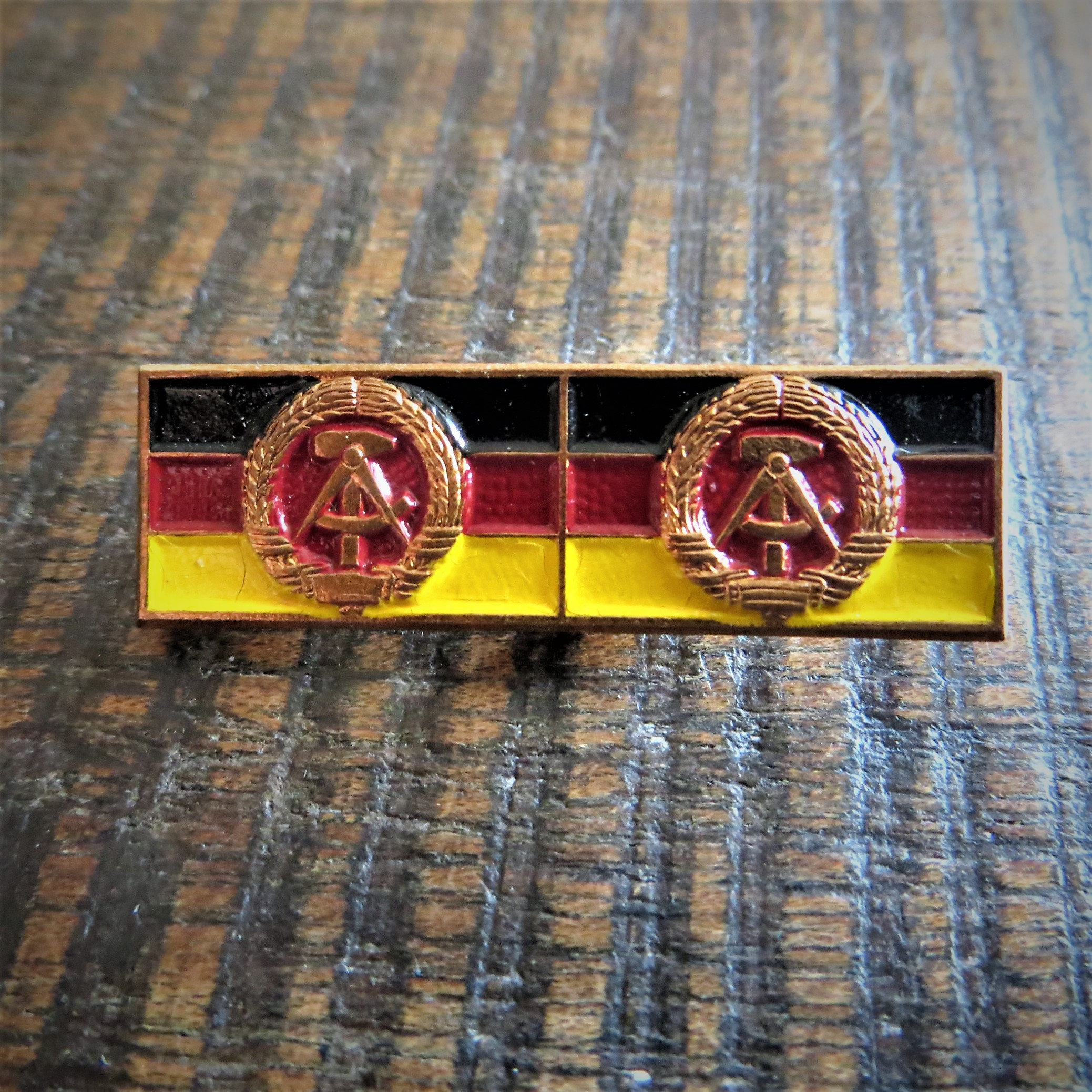 pin-coat-of-arms-ddr-1