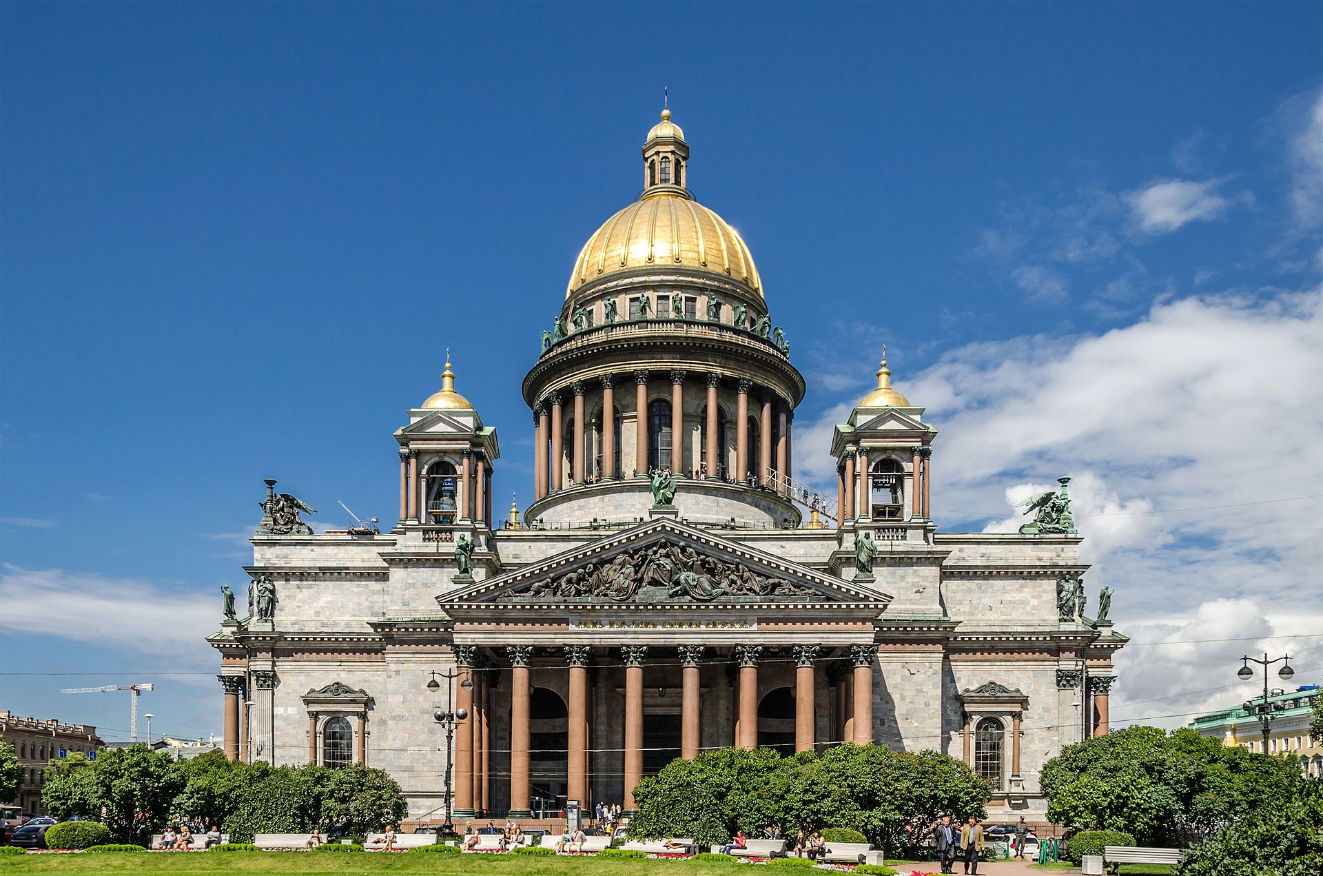 Saint_Isaac's_Cathedral_in_SPB.jpeg