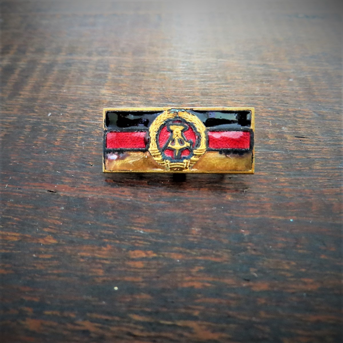 pin-coat-of-arms-ddr-2
